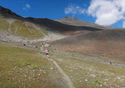 18-finaler-anstieg-hoch-zum-skigebiet-von-scuol_TAR-Etappe-4-9399318_o