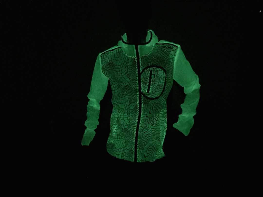 Fluoreszierende-Jacke-von-Diadora_5