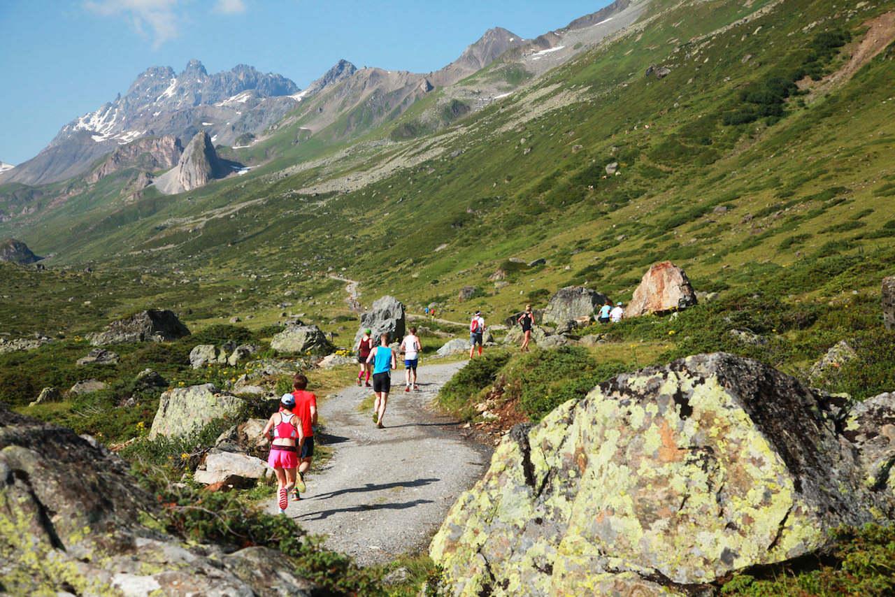 auf-der-marathondistanz—strecke-hard-geht-es-auf-das-knapp-3.000-meter-hohe-kronenjoch-vorbei-an-den-imposanten-gipfeln-des-fimbatals_-c-tvb-paznaun-ischgl