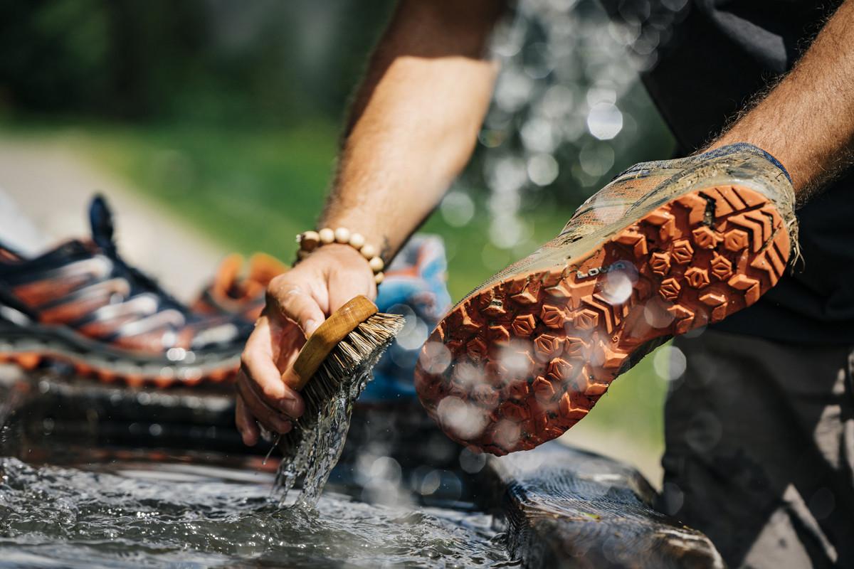 Schuhpflege – Wanderstiefel richtig reinigen