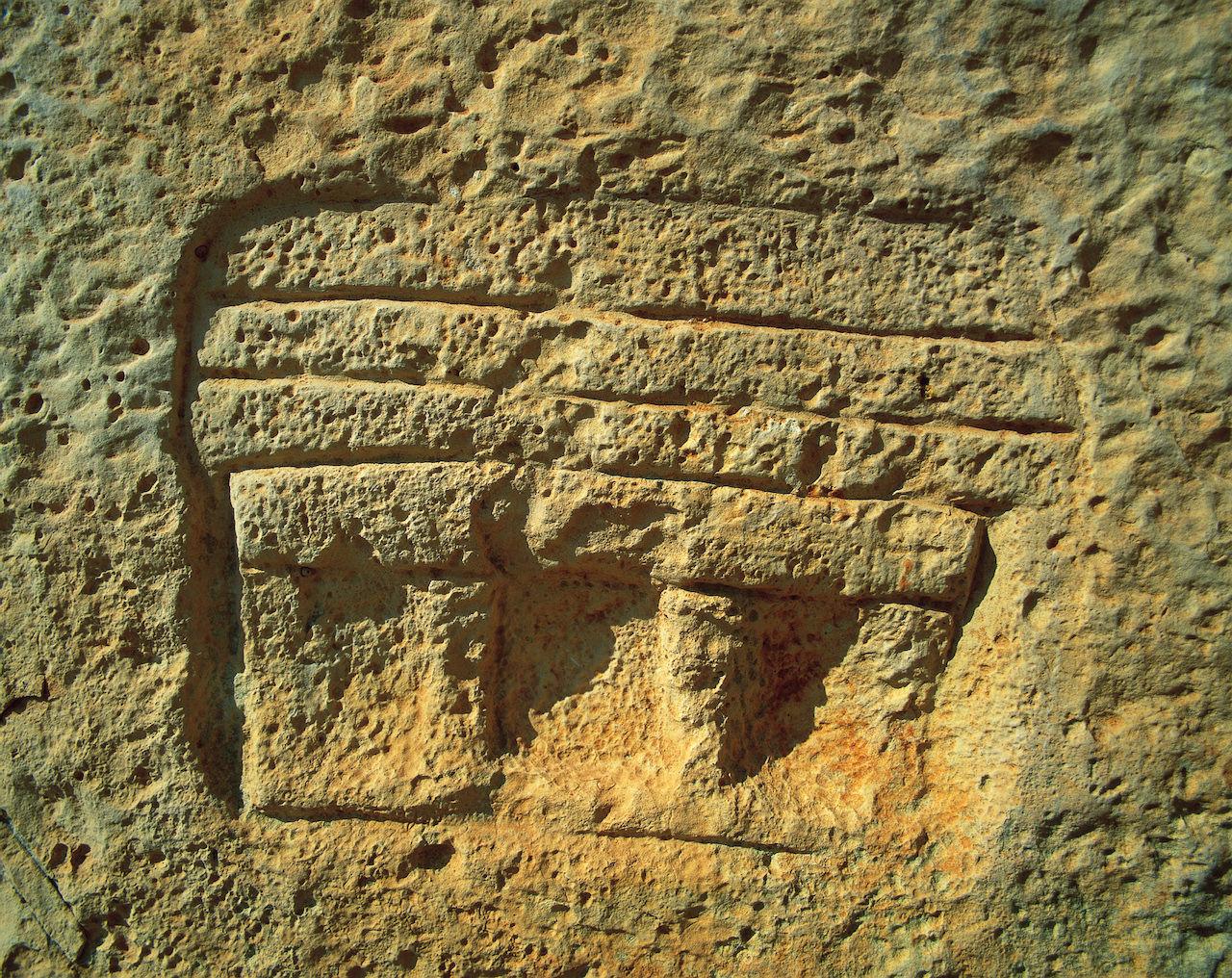 Temple Facade Graffiti © viewingmalta.com