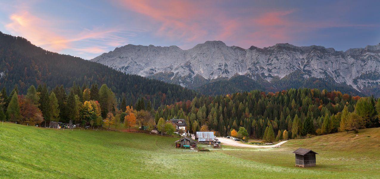 Die Farben der Laubbäume auf Herbstspaziergängen im Trentino erleben